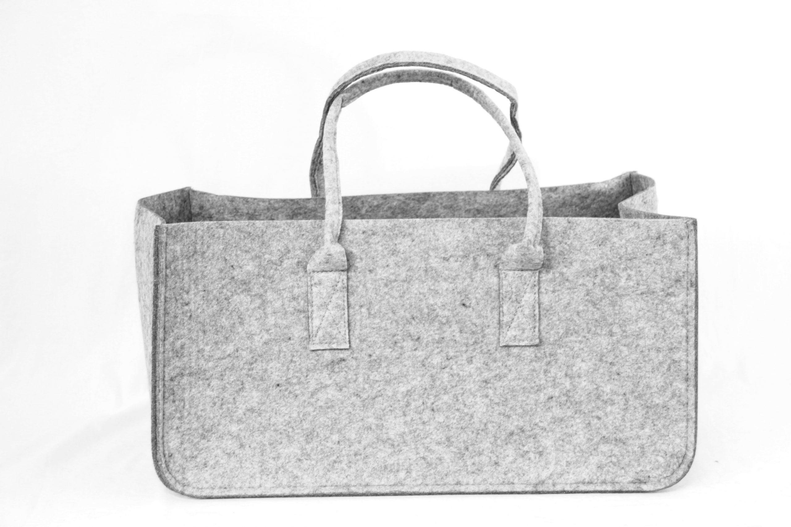 Graue Tasche aus Filz - Handgemachte individualisierbare Taschen, Körbe, Tischsets, Dekoartikel und mehr auf fideko.de der Onlineshop seit 2011