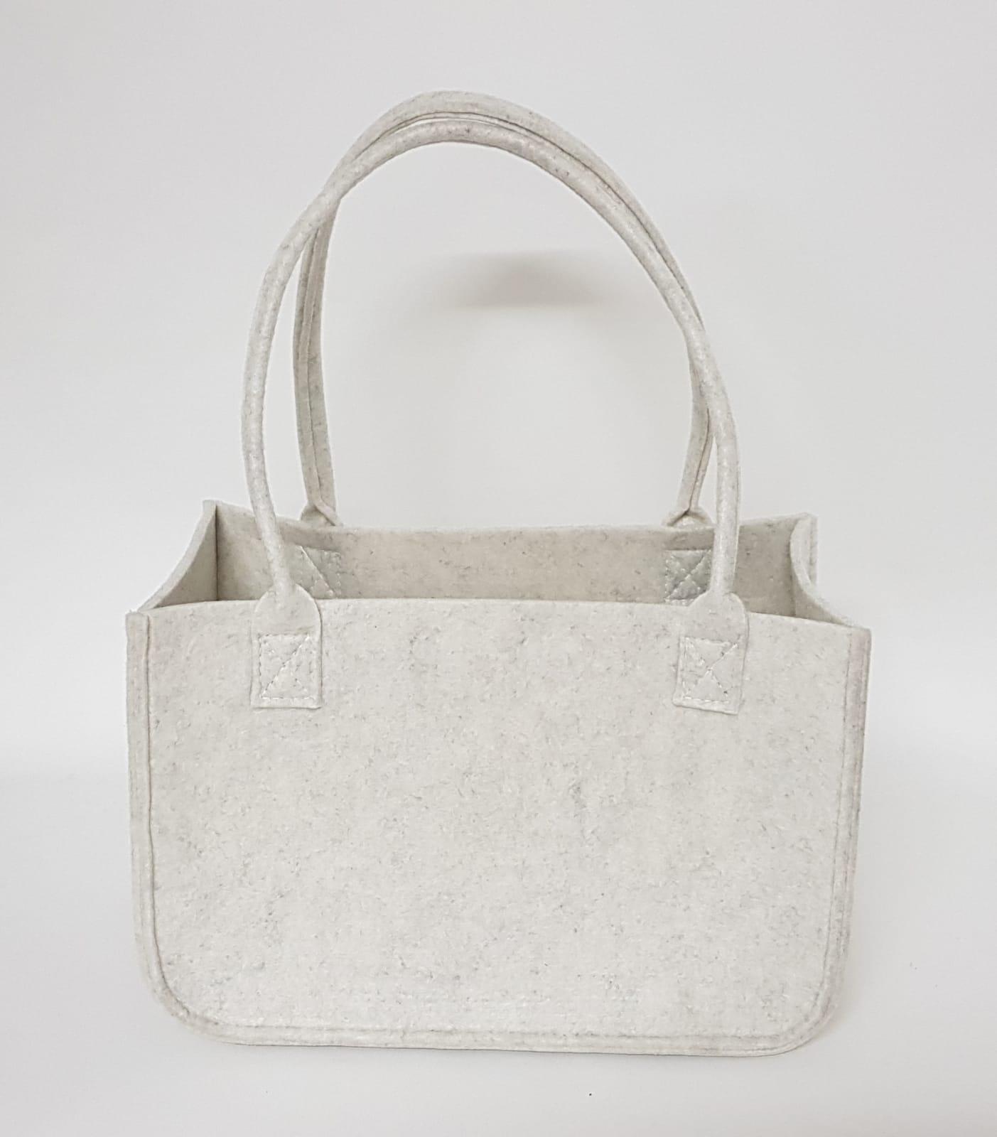 weiße Tasche aus Filz - Handgemachte individualisierbare Taschen, Körbe, Tischsets, Dekoartikel und mehr auf fideko.de der Onlineshop seit 2011