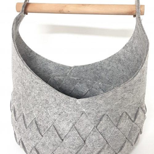 Hellgraue Filztasche mit Holzhenkel - Handgemachte individualisierbare Taschen, Körbe, Tischsets, Dekoartikel und mehr auf fideko.de der Onlineshop seit 2011