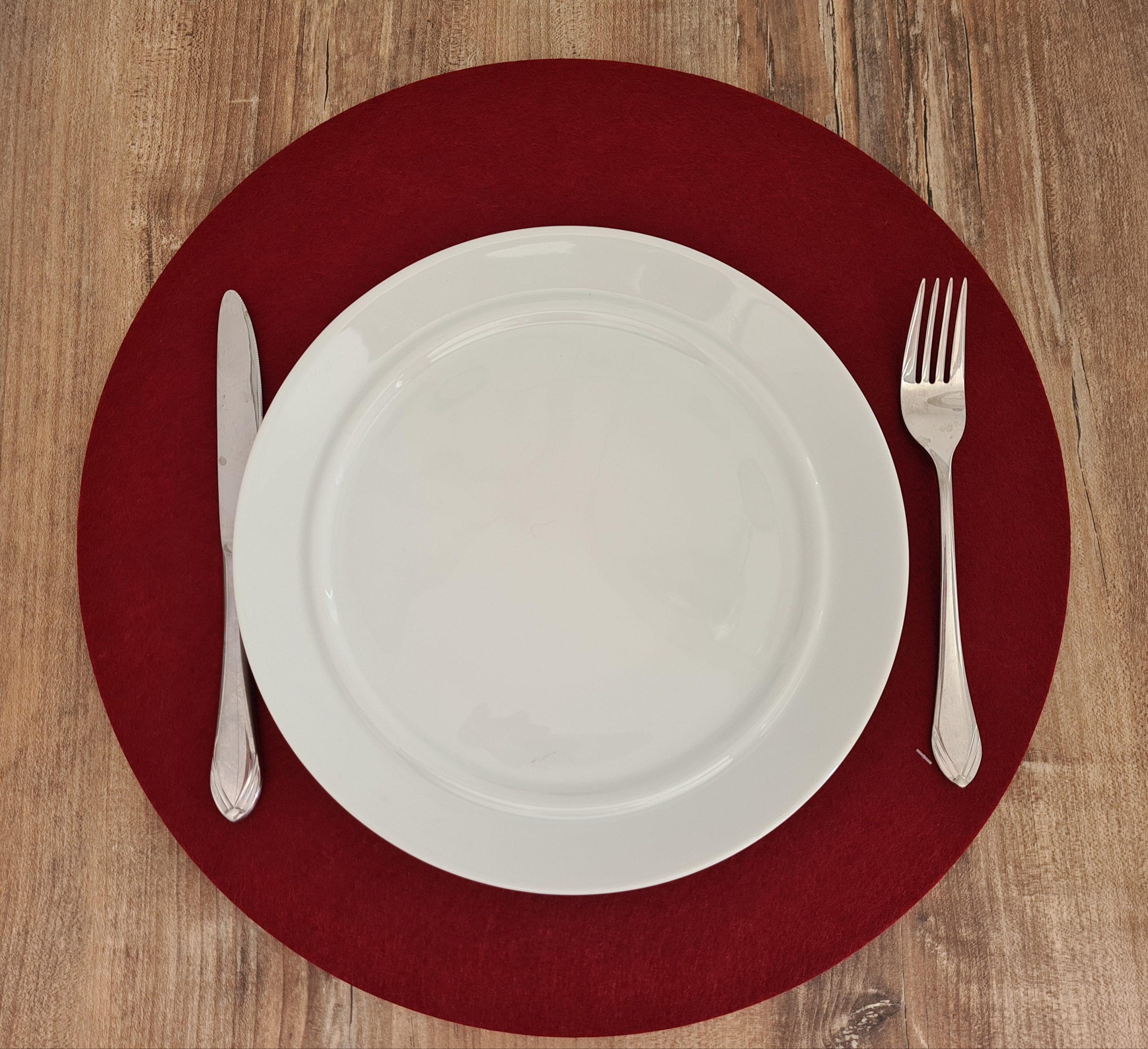 Roter Filz-Untersetzter rund mit Teller und Besteck - Handgemachte individualisierbare Taschen, Körbe, Tischsets, Dekoartikel und mehr auf fideko.de der Onlineshop seit 2011