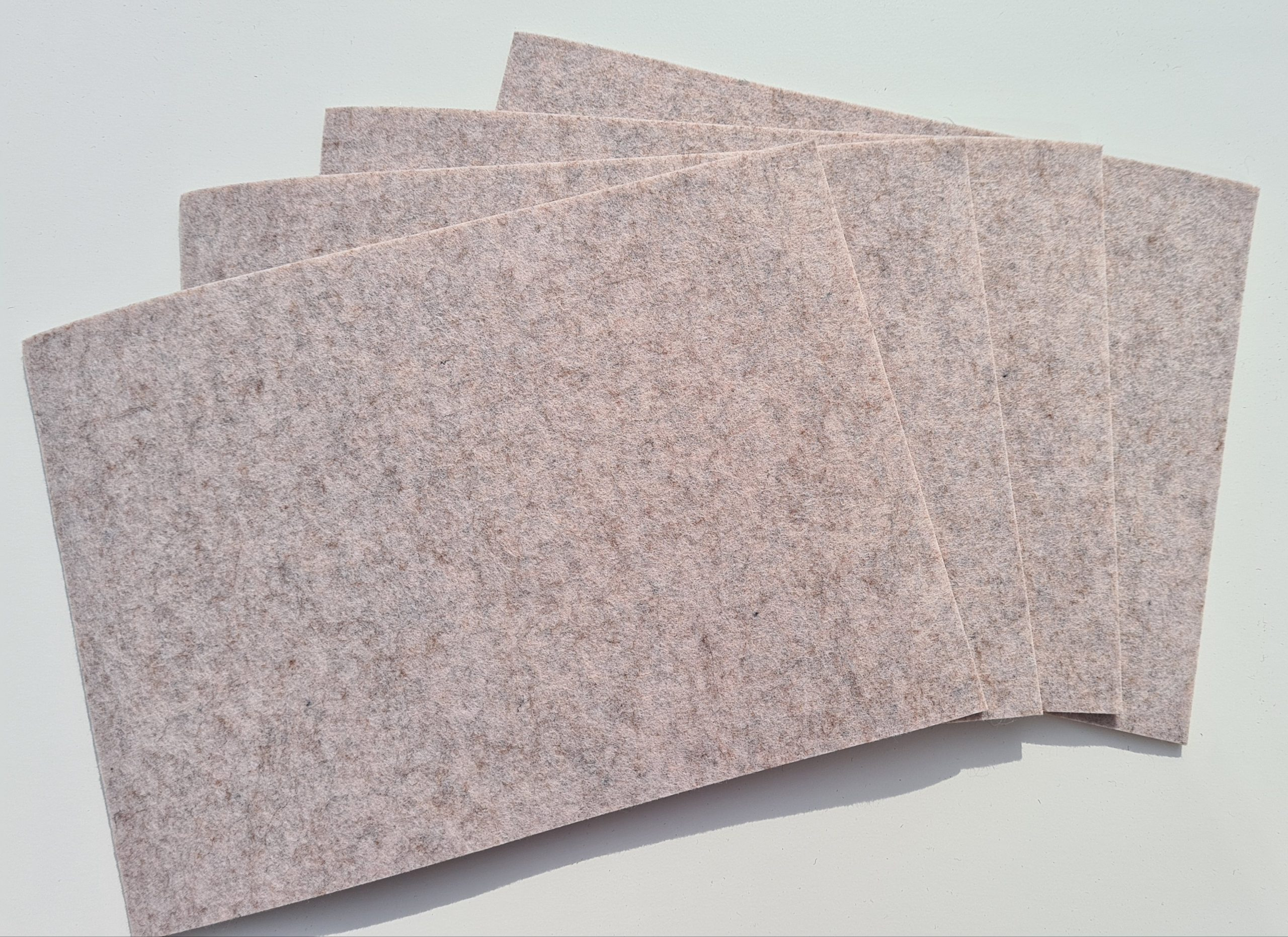 Cremefarbene Filz-Untersetzter quadratisch - Handgemachte individualisierbare Taschen, Körbe, Tischsets, Dekoartikel und mehr auf fideko.de der Onlineshop seit 2011