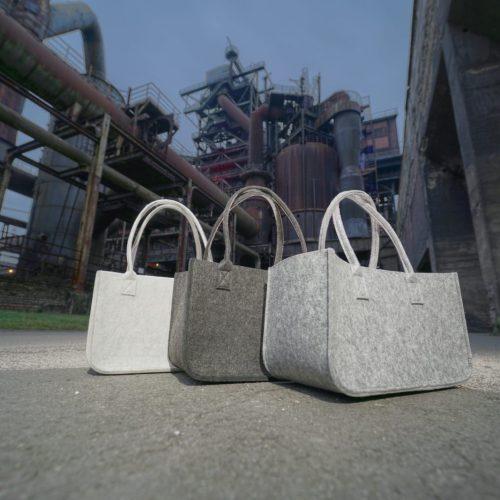 weiße, graue und hellgraue Tasche aus Filz - Handgemachte individualisierbare Taschen, Körbe, Tischsets, Dekoartikel und mehr auf fideko.de der Onlineshop seit 2011