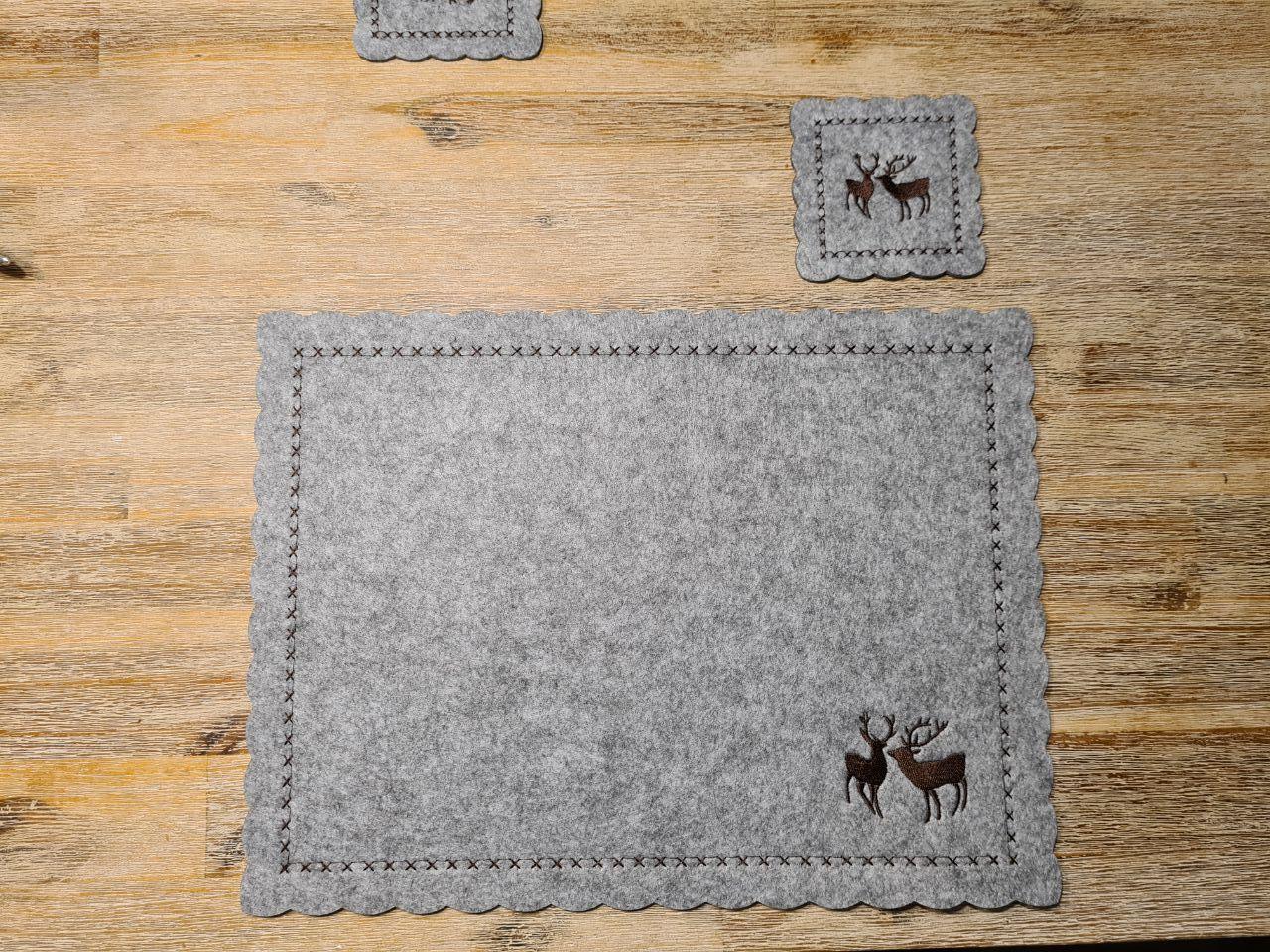 Graue Filz-Untersetzter mit zwei Hirschen quadratisch - Handgemachte individualisierbare Taschen, Körbe, Tischsets, Dekoartikel und mehr auf fideko.de der Onlineshop seit 2011