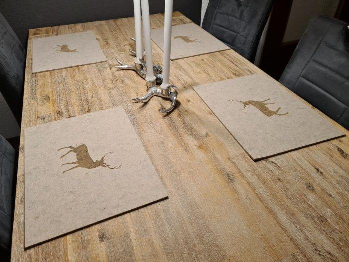 Cremefarbener Filz-Untersetzter mit Hirschaufdruck - Handgemachte individualisierbare Taschen, Körbe, Tischsets, Dekoartikel und mehr auf fideko.de der Onlineshop seit 2011